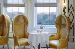The maitre d is always kind enough to try to seat us right here. (image from havedegreewilltravel.blogspot.com)
