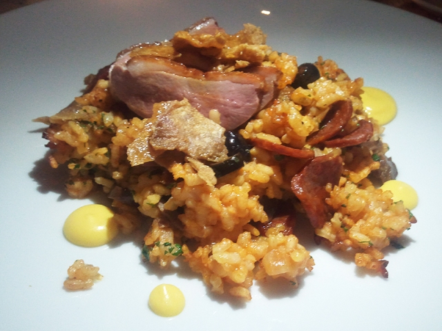 Duck confit with chorizo,olive, orange and rice. How do you say yummy in Portuguese? (image from fullmetalfabulous.com)