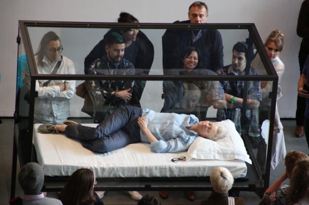 Snoozefest: Tilda Swinton sleeps on the job at MOMA (NY Daily News photo)