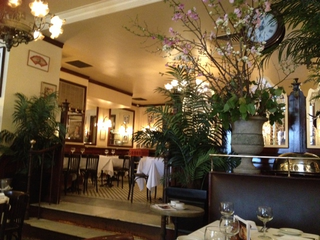 L'Absinthe's charming interior, replete with a floral arrangement of spring quince blossoms (polloplayer photo)