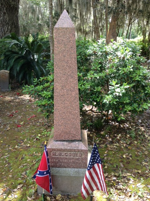 Many Confederate soldiers are buried in the Christ Church cemetery.