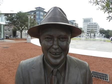 A statue of Mercer greets visitors to Ellis Square (image from savannah-georgia-vibe.com)