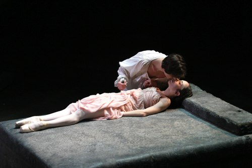 It doesn't end well for Romeo and Juliet but we all had a wonderful evening at the ballet. (image from exploredance.com)