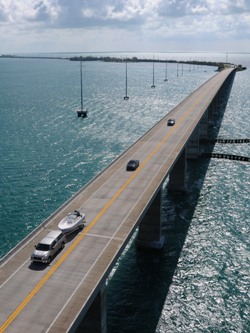 Another view of the Overseas Highway in the Florida Keys (image from fla-keys.com)