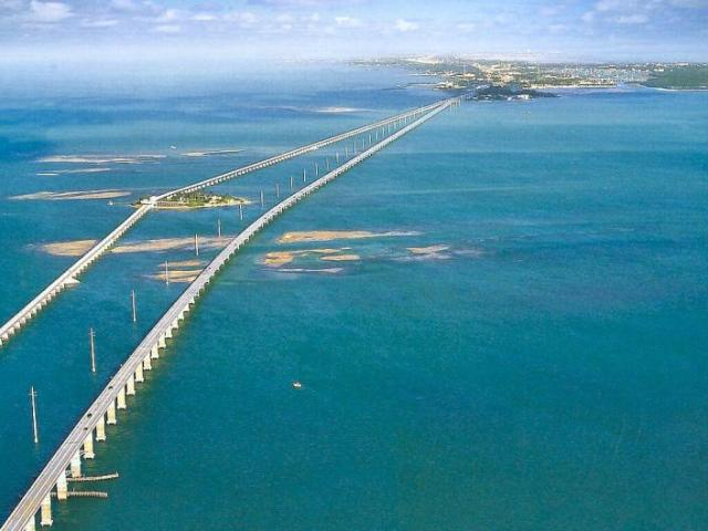 The unforgettable Seven-Mile Bridge that connects the Middle and Lower Keys. (image from movieevangelist.wordpress.com)