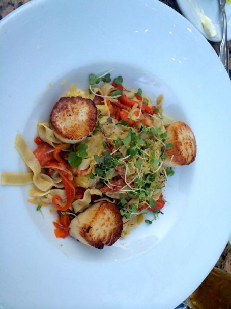 The CE ordered scallops at LaSalette.