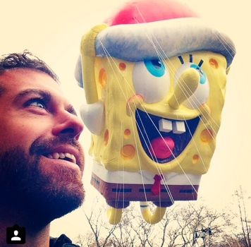 Taylor's signature selfie with SpongeBob. Twins separated at birth?