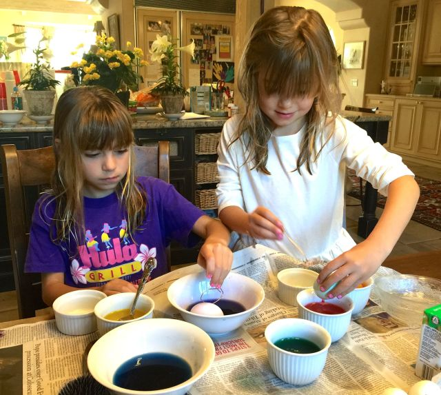These girls know their way around the egg dye.