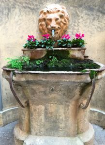 Found this lovely fountain tucked in a courtyard off the Via Condotti.