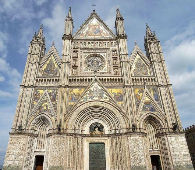 The Duomo di Orvieto (wikipedia image)