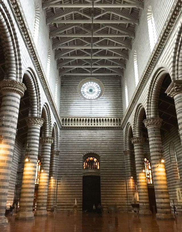 The interior of the cathedral at Orvieto (polloplayer photo)