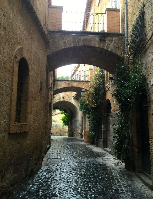 One of our many wrong turns in Orvieto, all of them delightful.