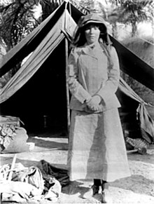 220px-BellK_218_Gertrude_Bell_in_Iraq_in_1909_age_41.jpg